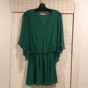 Alice + Olivia crepe dress. Flare sleeves mini.